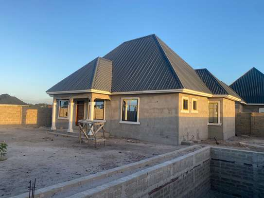 Unfinished 3 bedrooms house image 4