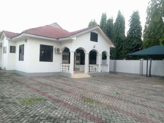 3bed room house at mbez beach tsh 1.million image 4