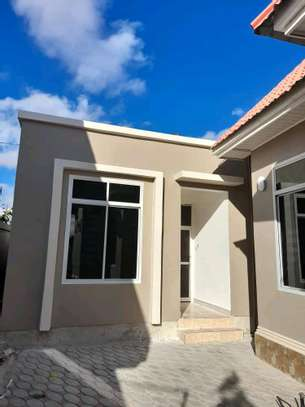 House for sale at dodoma Ilazo, 900 sq.m and good looking image 5