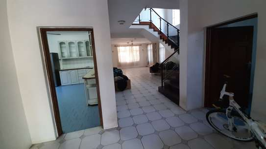 4 Bedrooms Beach House For Rent in Msasani Peninsula image 8