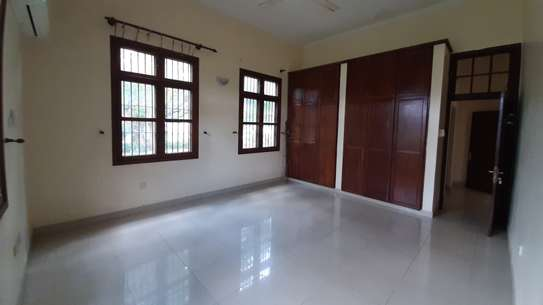 3 Bedrooms  House For Rent in Oysterbay image 7