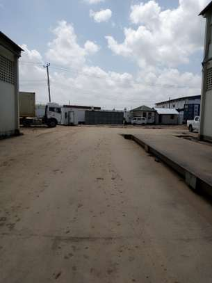 500 square meter warehouse for rent image 5