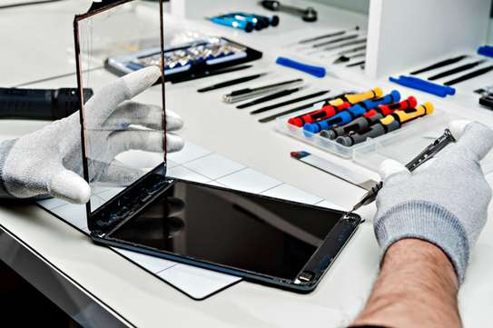 Specialist Apple - iPads repair Technician image 2