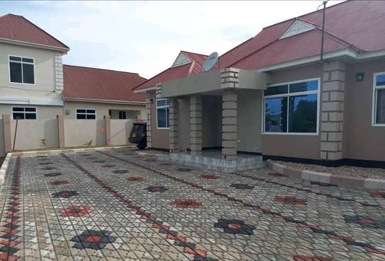 4BEDROOM HOUSE FOR SALE IN DODOMA image 1
