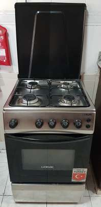 Gas stove including gas bottle