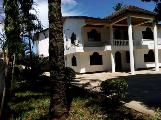 5bed house at mikocheni $2500pm image 3