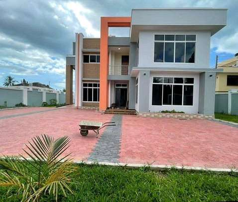 4 bedrooms house at mbezi beach image 6
