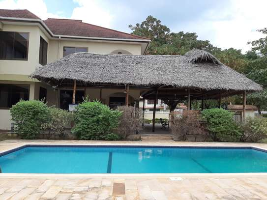 4 Bedrooms House  In Oysterbay.