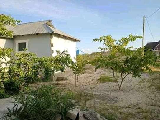 3 bedrooms spacious House going cheap at Mbagala CHAMAZI image 4