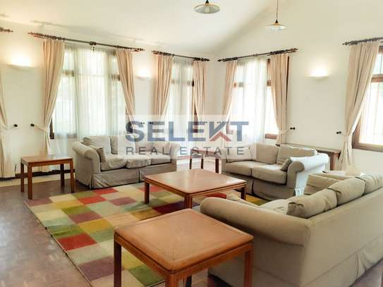 Well-maintained 4 Bedrooms Standalone House In Oyster-bay image 5