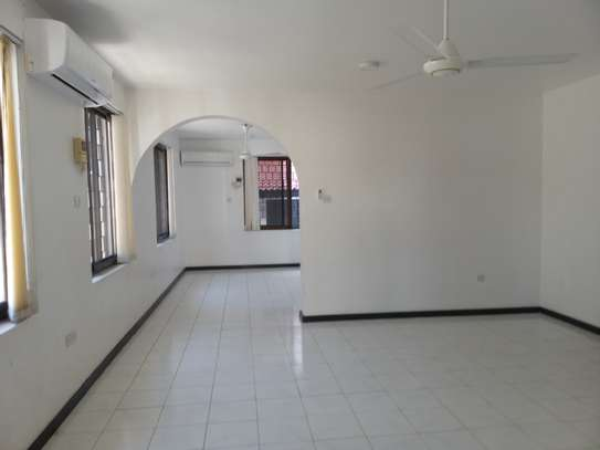 5 BEDROOMS BUNGALOW FOR RENT image 4