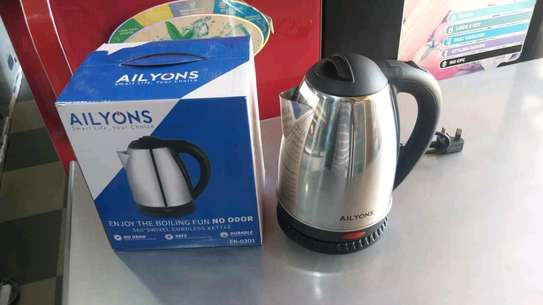 Electric kettle 1.8L image 1