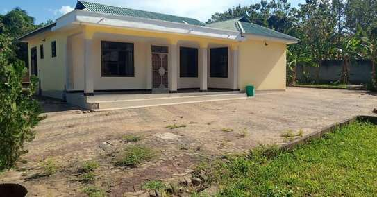 3 bed room stand alone house for rent at boko magengeni