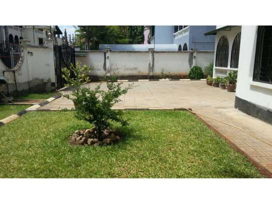 5bed villa all ensuet at msasani $1500pm image 7