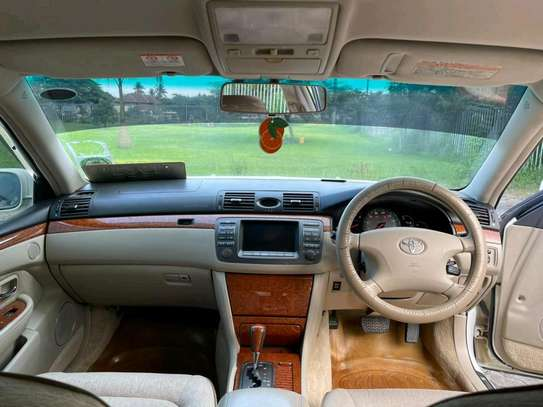 2004 Toyota Crown Athlete image 2
