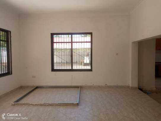 2Bedroom House at Oysterbay $1000pm image 6