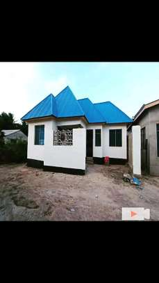Golden opportunity:3 bdrms House going extremely cheap at Mbagala CHAMAZI image 3