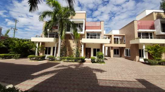 3 Bedrooms 3 Bathrooms Townhouse For Rent In Oysterbay