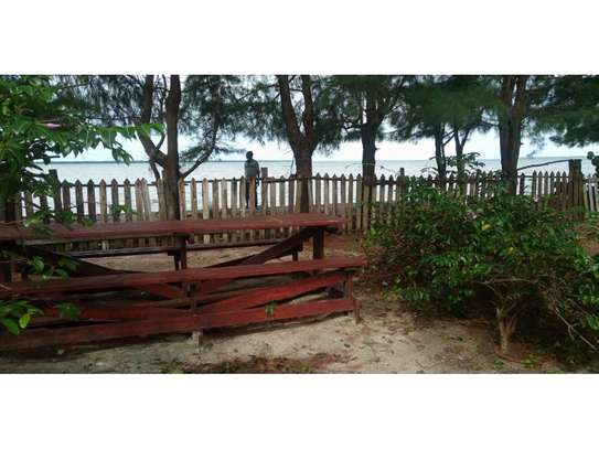 beach house 8bed at mbezi beach $2500pm plus 3bed house total 11 bed image 3