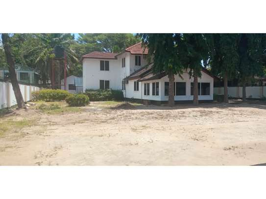 6bed house along main rd is good i deal for office image 3