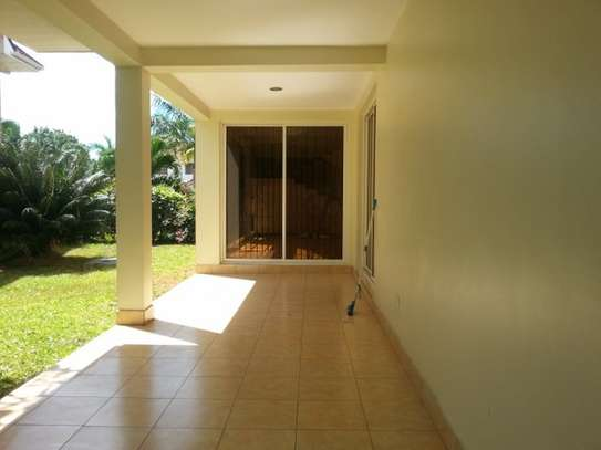 4 bedrooms Villa in Gated Compound In Oysterbay For Rent