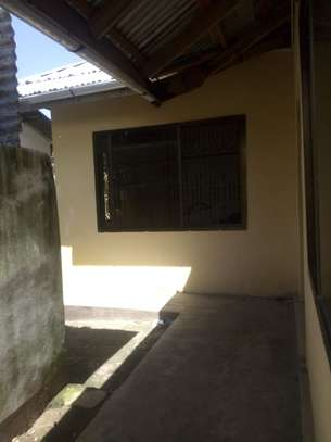 2bedrm house in a shared compound to let. lak 4