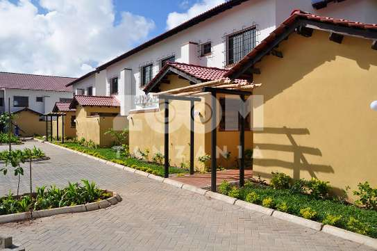 4 Bedrooms In House Compound in Oysterbay