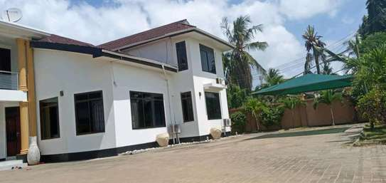 5 bdrm House for rent in mbezi Beach. image 2
