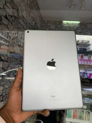iPad Air 2 ( 6th Generation ) 32GB Spacegray for sale image 3