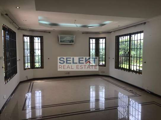 5 Bedrooms Mansion with Sea View In Oyster bay image 5
