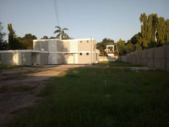 5bed room house with big compound at ada estate $1500 image 3
