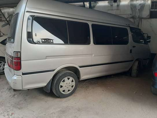 2000 Toyota Hiace Carrier image 3