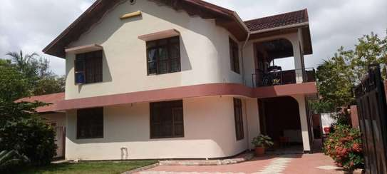 4 bed room house for  rent at mbezi beach inter chick image 1