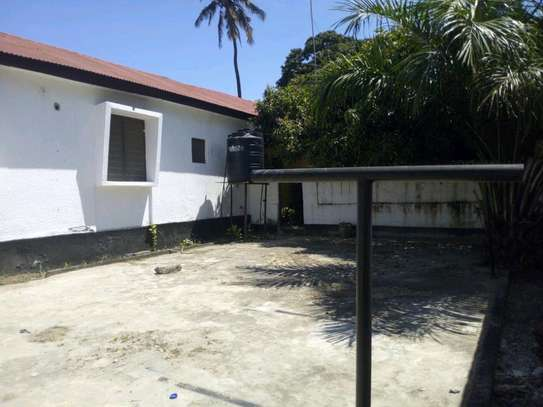 3bedroom house in kinondoni block 41 to let. image 1