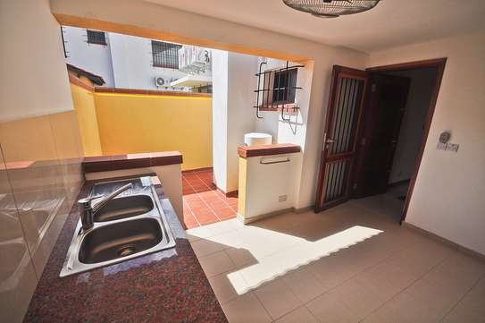 4 Bdrm Villas with a Beautiful Garden in Oysterbay image 3