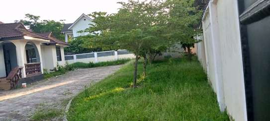 4 bed room and 2 bed master  big house for sale at mbezi beach image 3