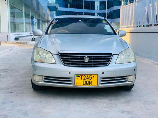 2004 Toyota Crown Royal Saloon image 1