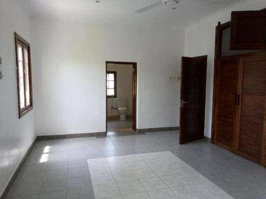 4bed house at oyster bay close to IST with big garden/compound image 4
