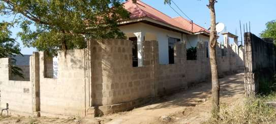 3 bed room big house with fence for sale at kinzudi image 4