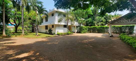 a 5bedrooms BUNGALOW  alongside the beach in OYSTERBAY is now available for SALE image 7