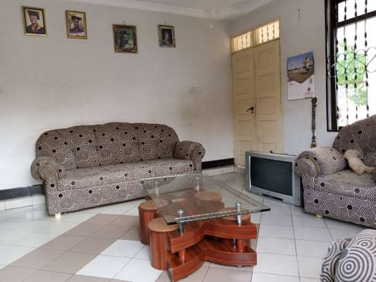 HOUSE FOR RENT image 6
