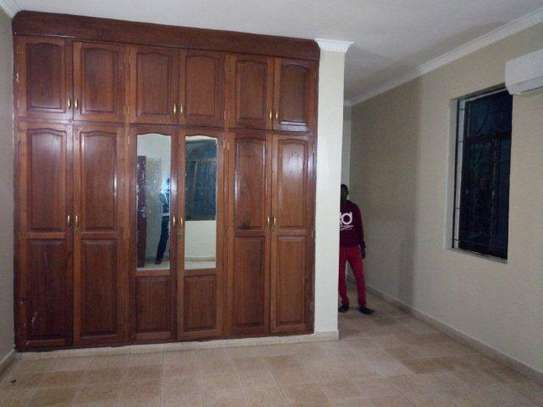 4bed house at avacado  $1000pm with big compound on tarmarc image 2