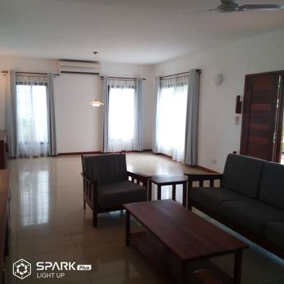4Bedroom Villa to Let in Oysterbay image 3