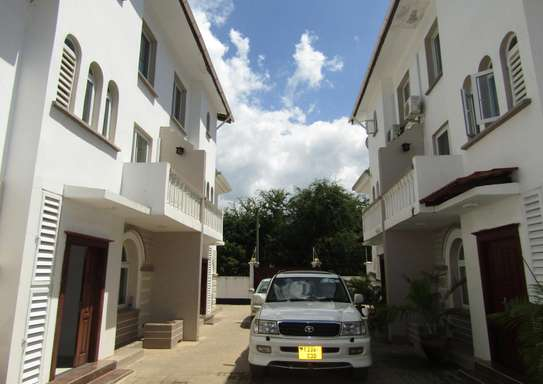 4 Bedroom Full Furnished Compound House in Masaki image 1