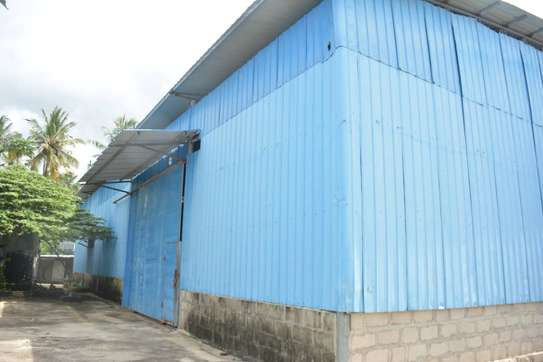 the new godown with 2000sqm area, and 4 bed room house in the compound   for rent at salasala mbezi beach image 7