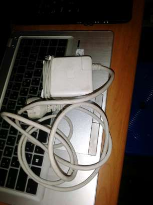 MacBook Pro, adapter (charger)