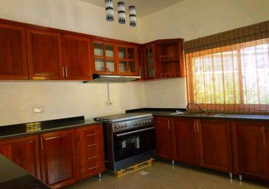 VILLA MBEZI BEACH FULL FURNISHED image 4