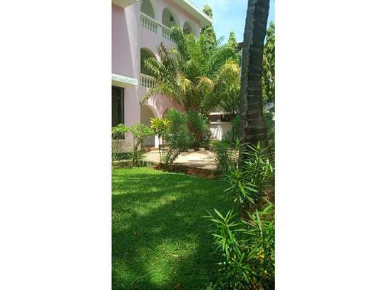 5bed town house at msasani,office,residance $1000pm image 8