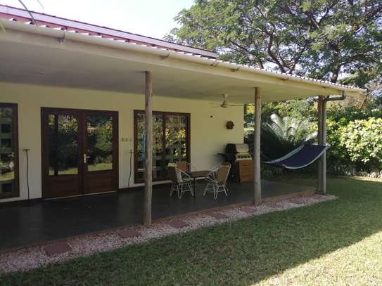 2 Bedrooms Leafy Cottage For Rent In Oysterbay