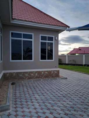 House for sale at dodoma Ilazo, 900 sq.m and good looking image 9